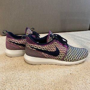 Nike Flyknit Roshe Run Size 9.5